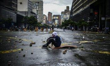 Un manifestante enmascarado durante las protestas en las calles venezolanas en julio de este año