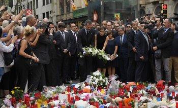 Homenaje a las víctimas de ataque terrorista en Barcelona.