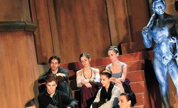 Julio Bocca y Sofía Sajac junto a los principales bailarines