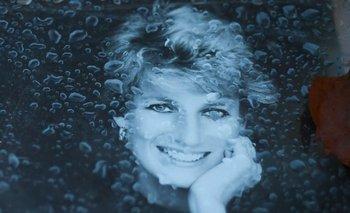 Una foto de Diana cubierta de lluvia en agosto de 2017, mes en el que se cumplen 20 años de la muerte<br>