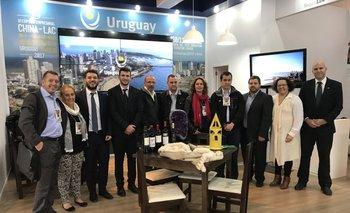 Funcionarios de Uruguay XXI, representantes de intendencias y empresarios en la 40a Expointer.<br>