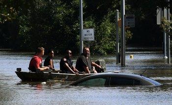 Trabajadores continúan con las evacuaciones en el área de Texas y también en Luisiana