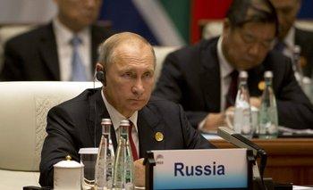 Putin  escucha una conferencia en el encuentro de los BRICS en Xiamen, al sureste de China.