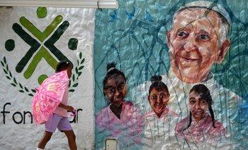 Un mural del Papa Francisco cerca del Aeropuerto InternacionalRafael Nunez en Cartagena, Colombia