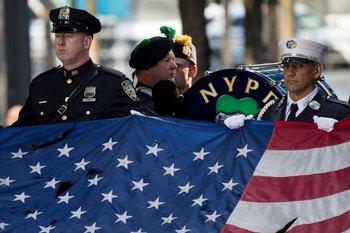 Bomberos y policías recordaron a sus héroes en el aniversario, a la mañana