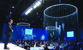 Mario Quintana habla a los asistentes de la gala Endeavor<br>