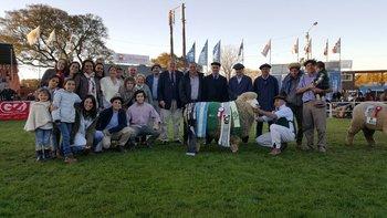 Premiación del Gran Campeón Corriedale PI, de cabaña La Estela, de la familia Rodríguez