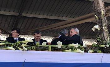 El abrazo de Zerbino y Benech tras los discursos que pronunciaron hoy en la Expo Prado.<br>