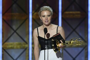 Kate McKinnon ganó el premio a Mejor actriz secundaria de comedia por <i>Saturday Night Live</i>