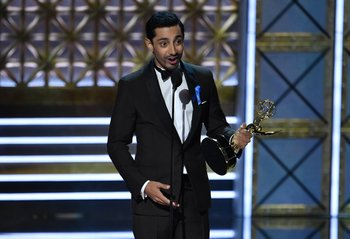 Riz Ahmed fue elegido como Mejor actor de miniserie por <i>The night of</i>