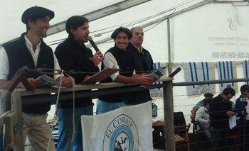 Los hermanos Bove Itzaina con el rematador Alejandro Zambrano e Ignacio Aramburu<br>