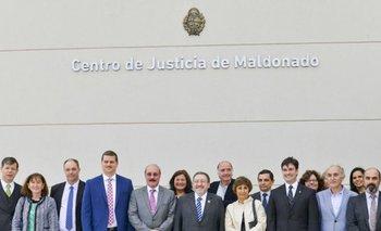 Autoridades judiciales participaron de la inauguración del Centro de Justicia de Maldonado.