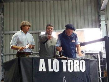 Enrique Albanell, José Pedro Aicardi y Diego Albanell en el remate
