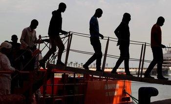 Algunos de los 53 inmigrantes adultos de origen subsahariano que fueron rescatados en una embarcación en el mar de Alborán, España