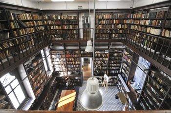 La Biblioteca Central de Secundaria, en el IAVA, es de las más exquisitas de la ciudad.
