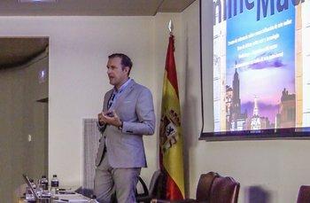 Juan Antonio Rodríguez en la disertación de un evento de The Art Market<br>