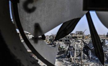 <div>Una imagen tomada desde la torre del reloj de Raqa muestra edificios muy dañados</div>