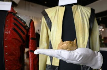 Algunas prendas y objetos que utilizó Michael Jackson serán el centro de atención para los coleccionistas<br>