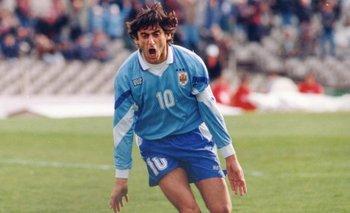 Enzo Francescoli festeja en la Copa América de 1995