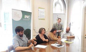 El momento de la firma del convenio entre los representantes de Mevir y del Instituto Nacional de Colonización