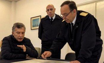 El presidente argentino Mauricio Macri analiza la situación con jerarcas de la Armada argentina<br>