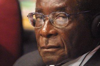 La brutalidad y el colapso económico marcaron a los 37 años de Robert Mugabe en Zimbabue.