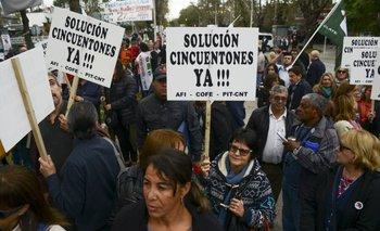Manifestación de cincuentones en Montevideo durante el año 2017.
