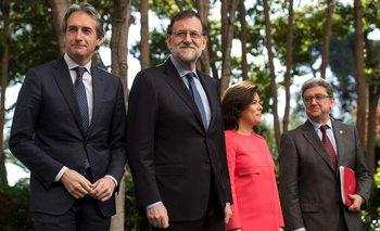 Millo (último a la derecha) junto con el Primer Ministro Rajoy y Soraya Sánchez de Santamaría, en un evento.