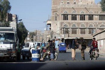 Un punto de chequeo de los hutíes en pleno Saná, ayer