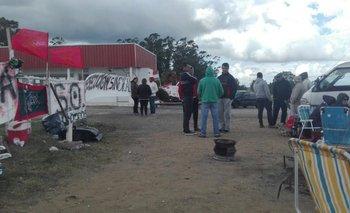 Movilización frente a las instalaciones del Solís.<br>