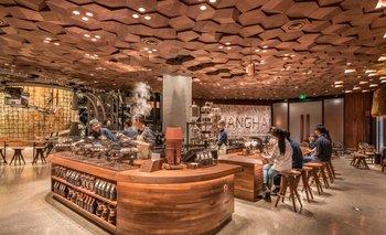 Nuevo Starbucks ubicado en la ciudad de Shanghái, China