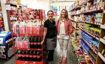 Tanya Karpeitshick      y Mercedes Steneri en la confitería y autoservice Nuevo Porvenir