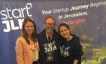 Javier Artigas junto a Maayan Keyes de Siftech Jerusalem Israel y Sakunee Niranvichaiya, médica de Tailandia