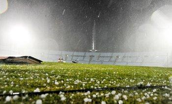 Granizo en el Estadio Centenario antes del partido entre Nacional y Cerro