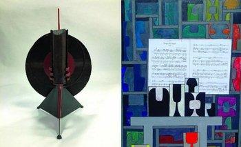 Una escultura en hierro de Octavio Podesta y Homenaje a Piazzola, un óleo y collage sobre tela de Miguel Battegazzore<br>