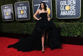 Kendall Jenner vestida por Giambattista Valli<br>
