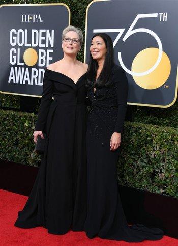 Meryl Streep fue acompañada de Ai-Jen Poo, la directora ejecutiva de la Alianza de Empleadas Domésticas.<br>
