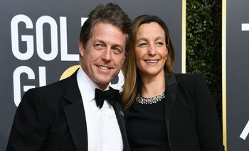 Actor Hugh Grant (L) and Anna Eberstein arrive for the 75th Golden Globe Awards on January 7, 2018, in Beverly Hills, California. / AFP / VALERIE MACON