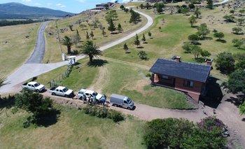 <b>En la mansión de Balcedo en Uruguay encontraron dinero, armas, autos caros y animales exóticos.</b>