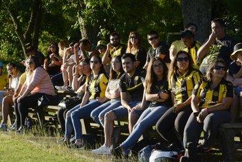 Sábado 6. Hinchas de Peñarol presenciaron la primera práctica del año del club de sus amores en Los Aromos.