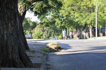 En la esquina de Estanislao Vega y Ortíz de Zárat dos jóvenes fueron asesinados el lunes.