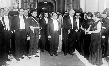<div>Luis Alberto de Herrera (segundo por la izquierda) en la recepción en 1935 al presidente de Brasil, Getúlio Vargas (en el centro), a quien acompaña Gabriel Terra (Centro de Fotografía de Montevideo).</div>