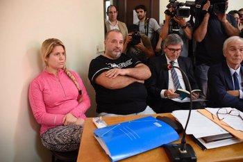 Marcelo Balcedo y su esposa Paola Fiege en el juzgado de Crimen Organizado<br>