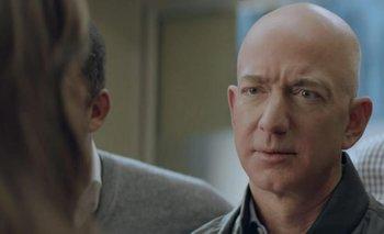 Jeff Bezos actúa en el comercial de Amazon