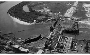 """<div dir=""""ltr"""">Construcción en el río Negro de la central hidroeléctrica del Rincón del Bonete, circa 1940.</div>"""