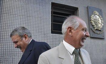 Archivo, febrero de 2018. Los abogados Gustavo Salle y Enrique Viana a la salida del juzgado por el caso de la amenaza al fiscal de Corte, Jorge Díaz