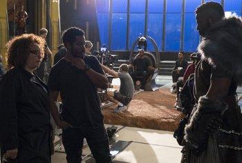 Ruth Carter junto al director Ryan Coogler en el set de <i>Pantera Negra</i>
