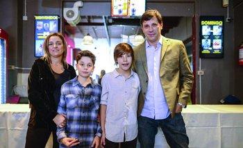 Patricia Poey y Juan Castelao junto a sus hijos <br>