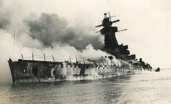 El crucero pesado Graf Spee arde frente a Montevideo después de ser volado por su tripulación. Sólo en sus años finales la Segunda Guerra Mundial beneficiaría a la economía uruguaya y abriría un ciclo de auge