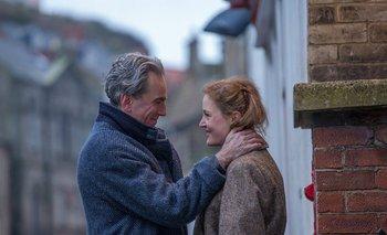 Daniel Day-Lewis y Vicky Krieps en <i>El hilo fantasma</i>